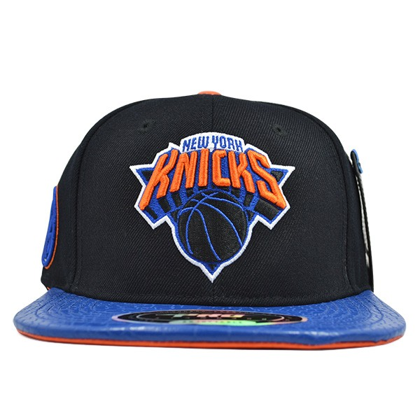 innovative design d22a2 2102d New York Knicks CLASSIC LOGO STRAPBACK Pro Standard NBA Hat - Hat Dreams